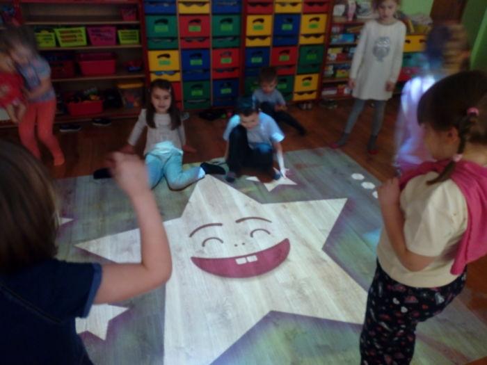 Nowa Zabawka W Przedszkolu Magiczny Dywan Interaktywna